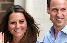 Kate Middleton y el Príncipe William presentan a su bebé! Awww… cute!