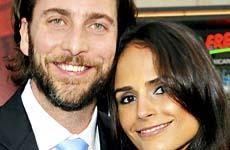 Jordana Brewster y su esposo Andrew Form son padres de un baby boy!