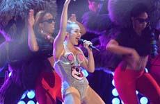 Miley Cyrus dice que hizo Historia con Robin en los VMAs