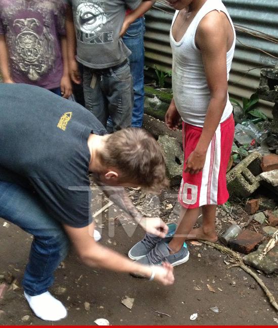 Justin Bieber construye escuelas en Guatemala... sin camisa