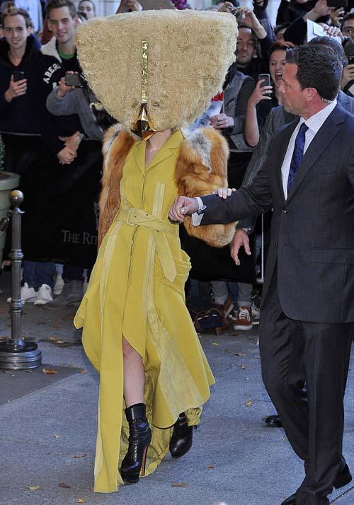 Lady Gaga con mustache en Berlin