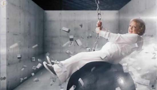 Betty White hace parodia del video Wrecking Ball