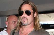 Brad Pitt huele mal – He STINKS – Ewww!