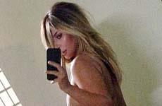 Kim Kardashian publica foto en traje de baño