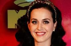 Katy Perry comprometida? Nope! Rumores again!