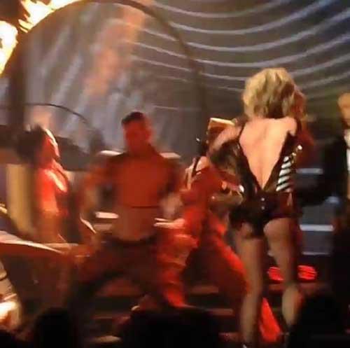 A Britney Spears se le abre su traje en pleno baile en Las Vegas