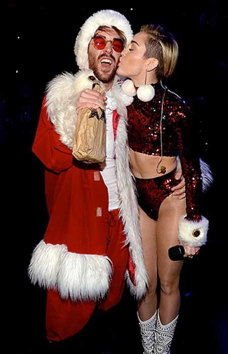 Miley Cyrus les desea Feliz Navidad!