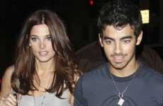 Joe Jonas habla de las drogas (Miley y Demi) y la virginidad