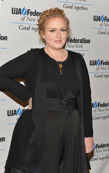 Adele recibe su décimo Grammy en cama