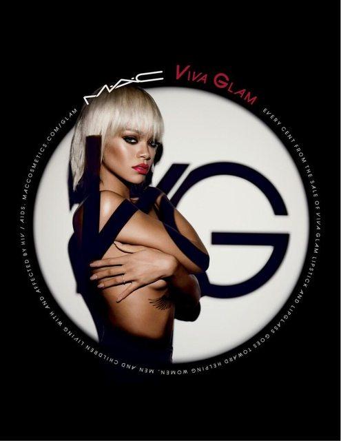 Rihanna topless para MAC Viva Glam!