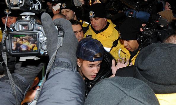 Justin Bieber acusado de asalto en Canadá - Lo deportaran?