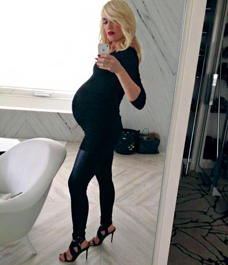 Gwen Stefani muestra su baby bump!!!