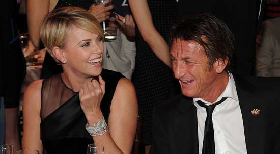 Charlize Theron y Sean Penn son pareja - CONFIRMADO!