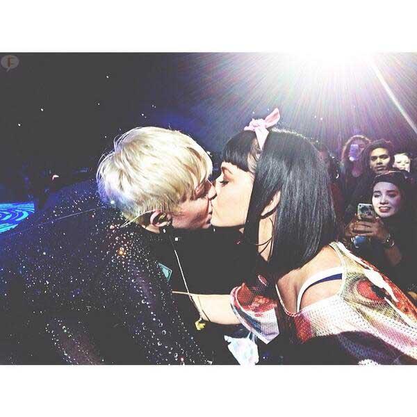 """I Kissed a Girl"" de Katy Perry es sobre Miley Cyrus. WHAT?"