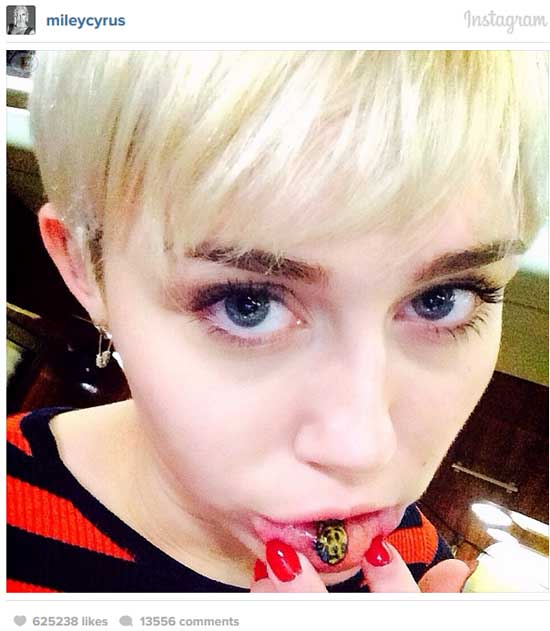 El nuevo tatuaje de Miley Cyrus en la boca: Sad Kitty!