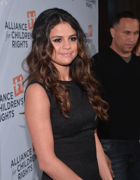 Selena Gomez despide a sus padres como managers