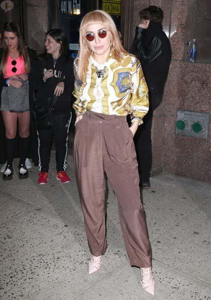 Gaga critica a los cantantes que doblan (lipsync)