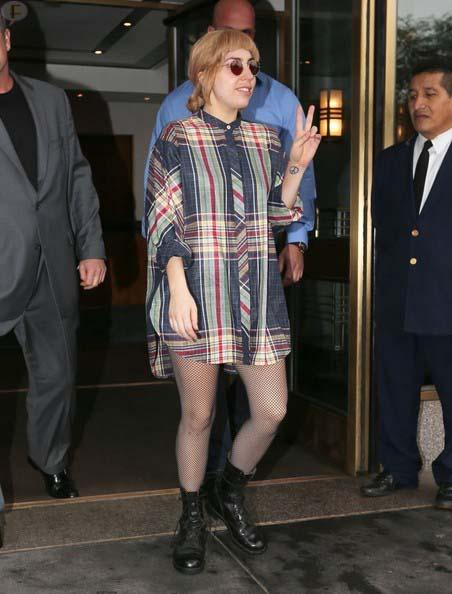 Lady Gaga cancela conciertos por bronquitis - DEVASTATED!