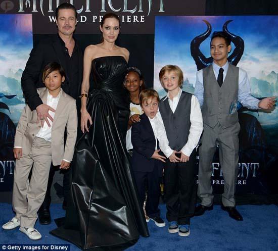 Angelina Jolie y sus Brangelinos en la premier Mundial de Maléfica