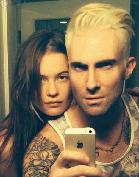 Adam Levine ahora es rubio platinado!