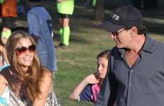 Charlie Sheen echa a Denise y las niñas de su casa!! WTF?