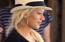 Christina Aguilera muestra su pancita – Baby Bump!