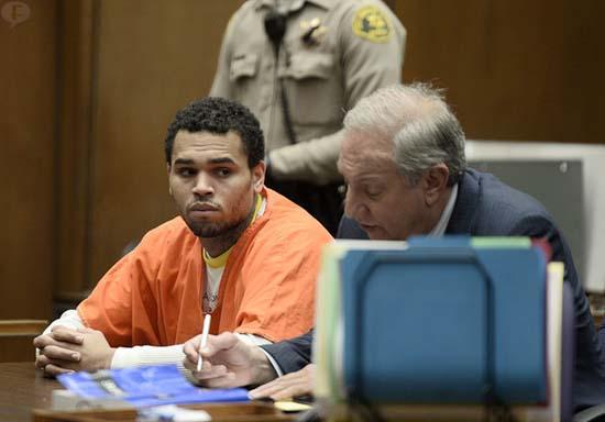Chris Brown sale de la cárcel