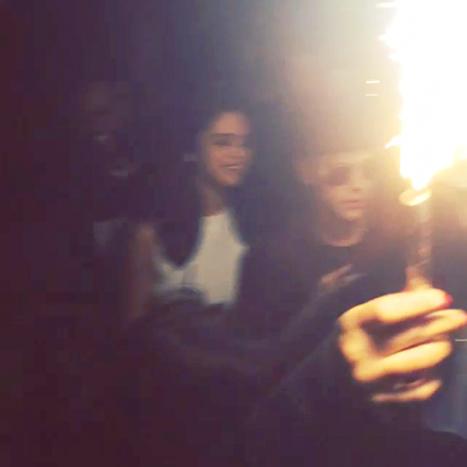 Adivinen quienes volvieron? Selena Gomez y Justin Bieber!