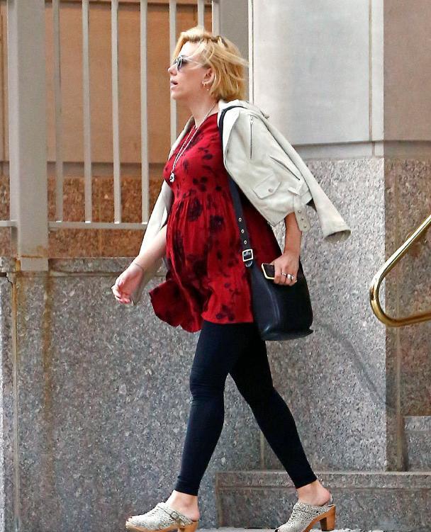 Scarlett Johansson embarazadísima - Baby bump!