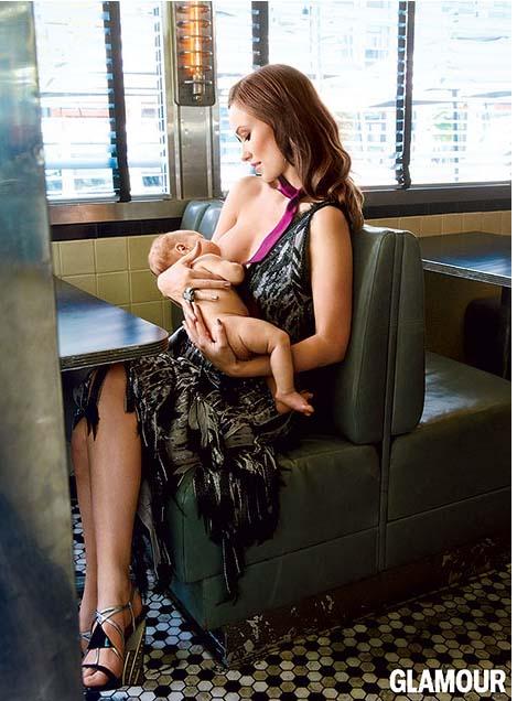 Olivia Wilde da pecho a su hijo Otis en Glamour magazine