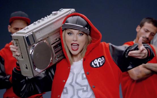 "Taylor Swift ahora canta Pop - Video ""Shake It Off"""