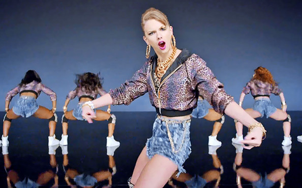 "Taylor Swift ahora canta Pop - Video ""Shake It Off"""