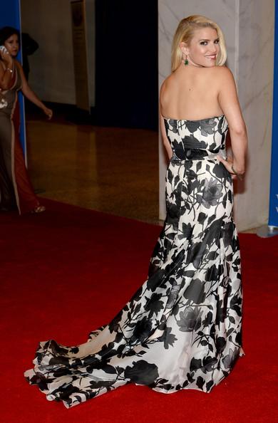 Jessica Simpson quiere tener el traserote de Kim Kardashian! LMAO!!