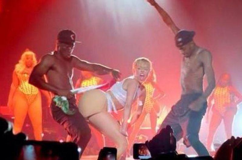 OMG! Miley a prision por irrespetar la bandera mexicana?