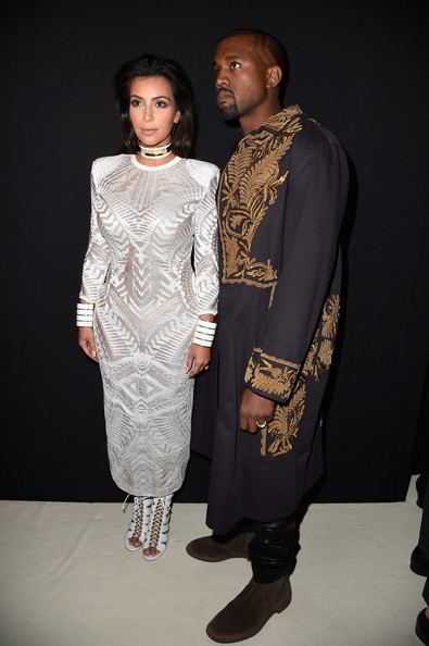 Kim K atacada en la red carpet del Balmain Fashion Show