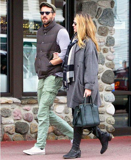 Blake Lively embarazada paseando con Ryan Reynolds