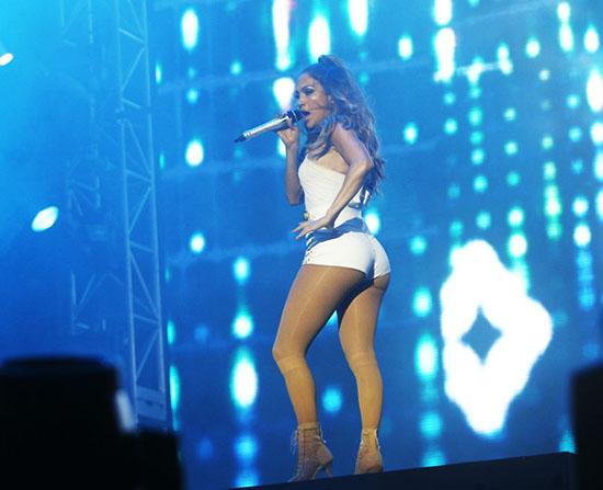 Jennifer Lopez defiende su video Booty