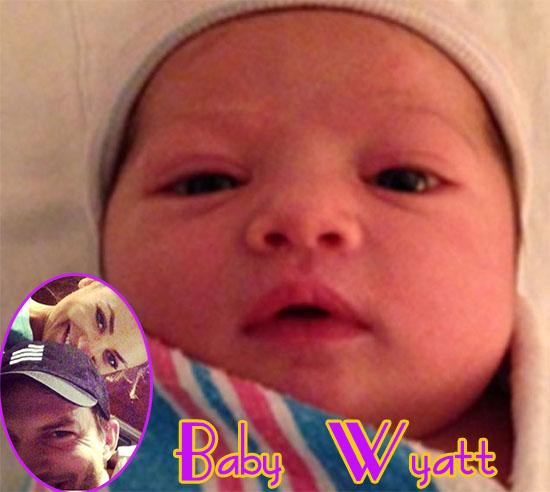 Vean a la bebita de Ashton y Mila! Baby Wyatt!