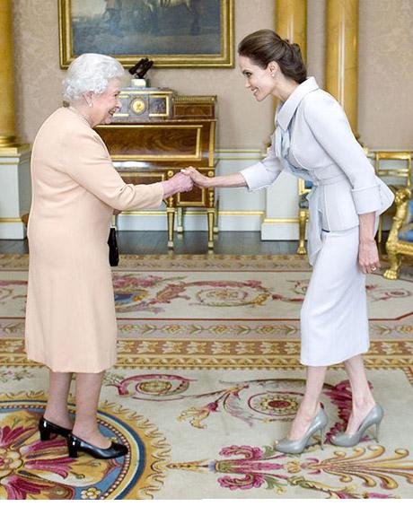 Angelina Jolie y la Reina Isabell II: Dama Honoraria de Inglaterra