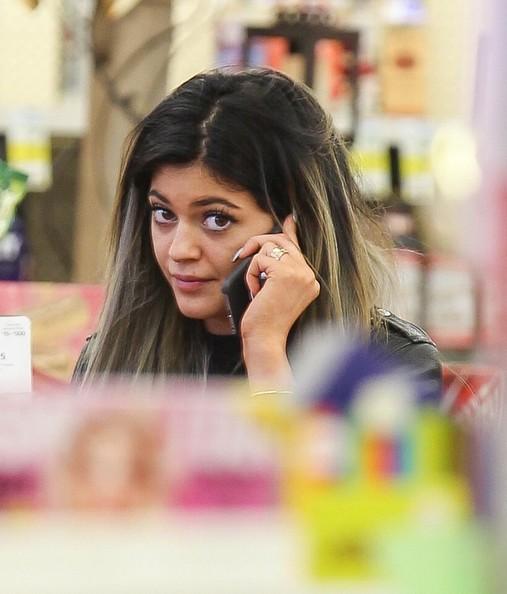 Kylie Jenner insiste no se ha inyectado los labios - Boca de Pato