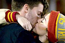 Miley Cyrus besa a Patrick Schwarzenegger!
