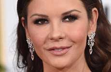 Catherine Zeta Jones parecía emoji en los Golden Globes