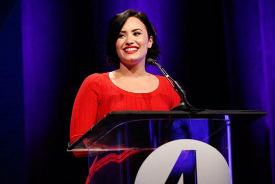 Demi Lovato hospitalizada - UPDATE!