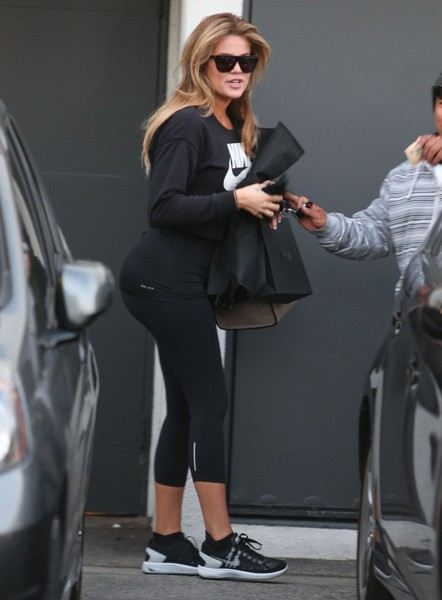 Khloe Kardashian host de las Red Carpets de E!