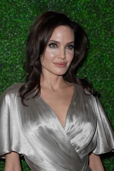 Angelina Jolie removió sus ovarios tras susto de cáncer