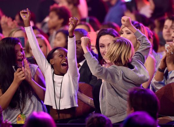 Angelina Jolie y sus hijas: Kid's Choice Awards 2015