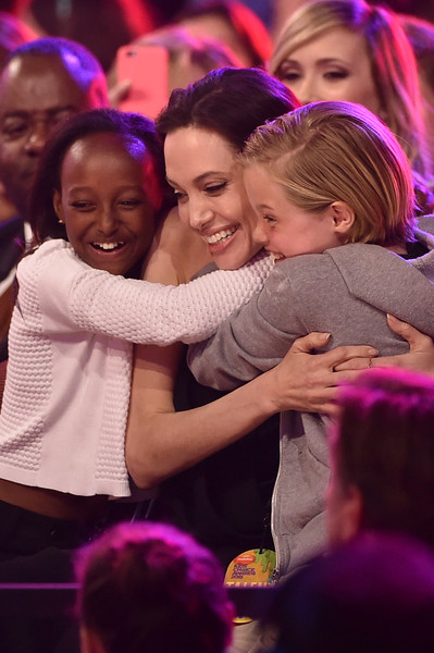 Angelina Jolie y sus hijas: Kid's Choice Awards 2015