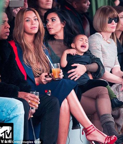 Anna Wintour prohíbe bebés en los desfiles de modas