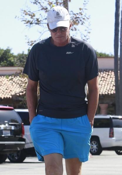 Bruce Jenner se distancia de las Kardashians!