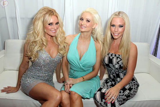 Holly Madison habla mal de Kendra Wilkinson en su libro